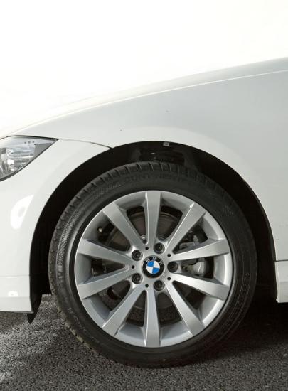 BMW320悦世版轮毂