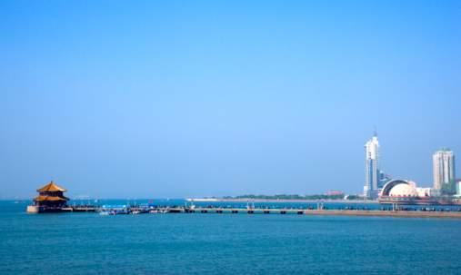 青岛:碧海蓝天的热情海滩