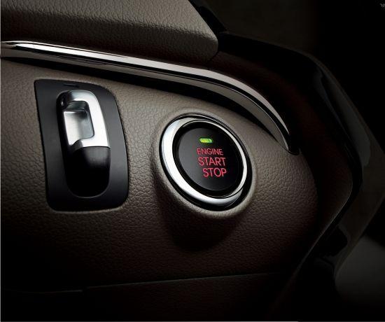 无需插入钥匙转启,只需轻轻一按,点火、熄火如此便捷