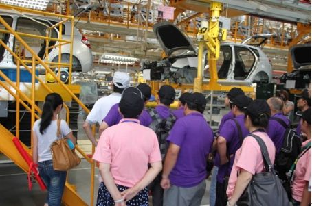 第四季工业旅游参观生产线