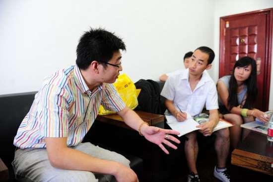 福兴丝绸厂总经理张青箐先生