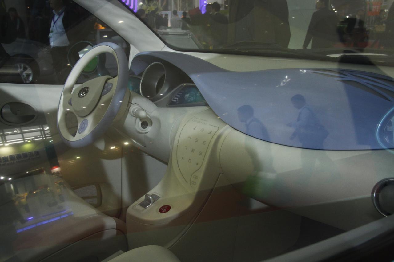 东风风神i-car纯电动车内饰