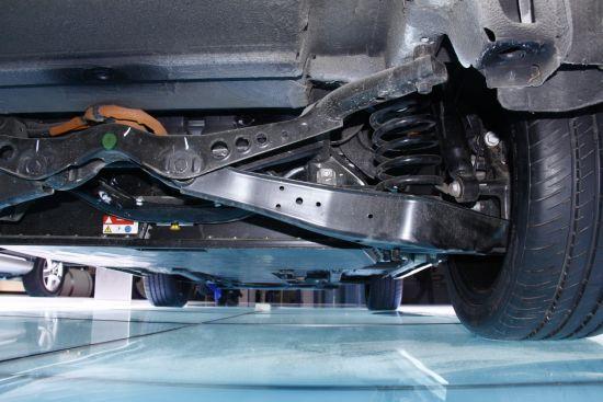 电动朗逸电池组,为了安装电池后悬挂采用纵向占用空间小的独立悬挂