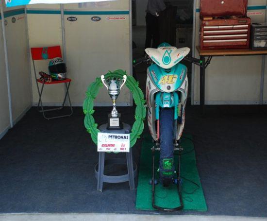 马石油车队立下战功的赛车和获奖奖杯