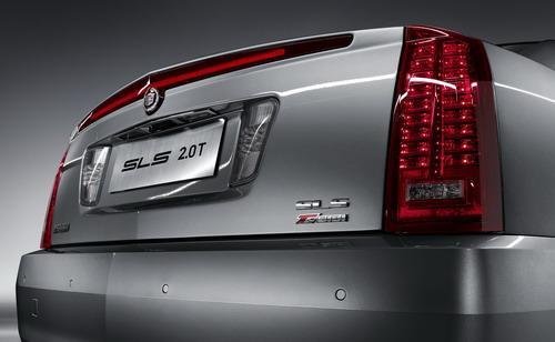 """凯迪拉克赛威SLS 2.0T SIDI车尾全新的""""T""""标识"""