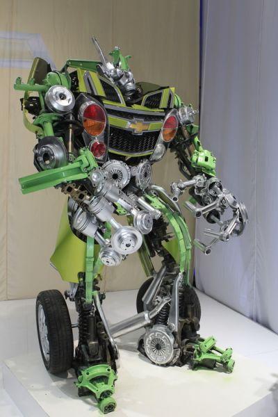 由活塞、连杆、离合器外壳、减震器、刹车碟、卡钳等零件构成的