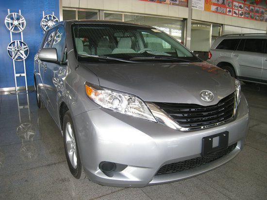 丰田塞纳2.7L两驱车降4.5万 最低售43.5万