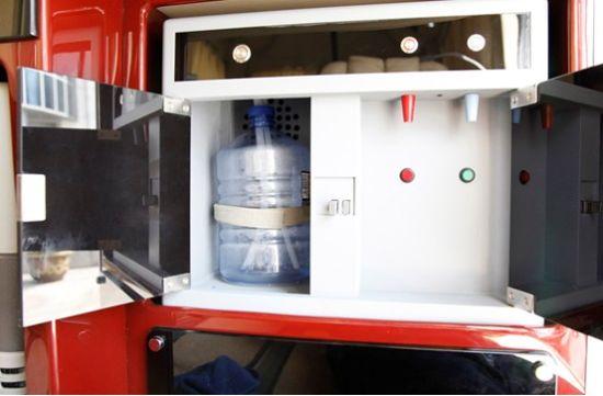 房车里的饮水机:家庭式生活必不可少的生活用品