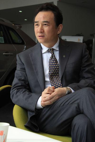 吴总经理接受媒体采访
