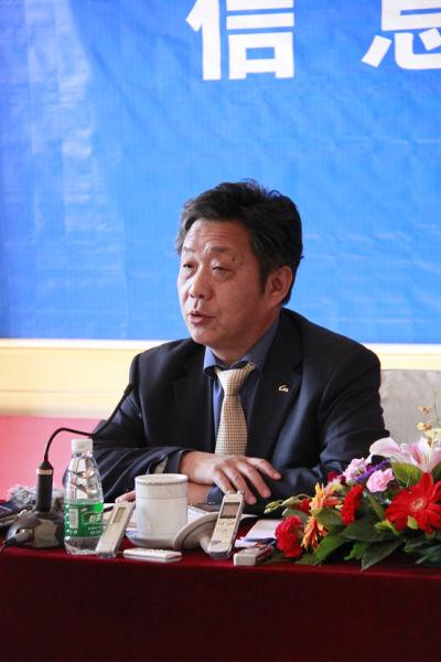 图为中国汽车工业协会秘书长董扬