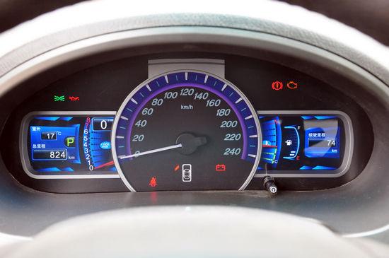 仪表 点击进入2011款比亚迪S6高清到店实拍