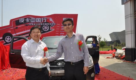 贾海波先生与韩君善先生共同为江淮瑞铃V3新车揭幕