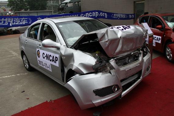瑞麒G3 100%正面碰撞,A柱无变形,四个车门能正常打开。