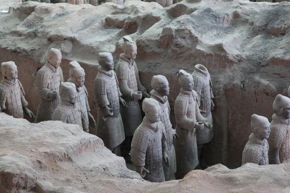 一号坑中的兵马俑有近7300件,挖掘出来展示的仅有2000于件