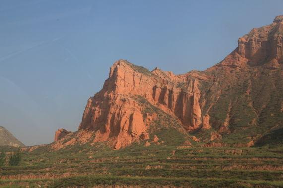 青海省丹霞地貌,到处都是黄土堆积而成的山地