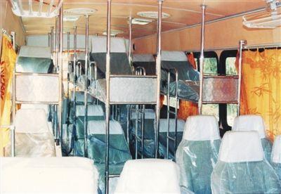 该卧铺客车为坐卧混合型,有18个卧铺铺位