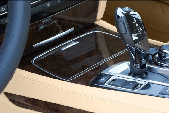 引入了由ZF打造的新款8速自动变速箱