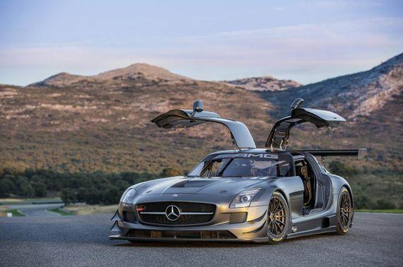 使用6.3升V8高性能发动机