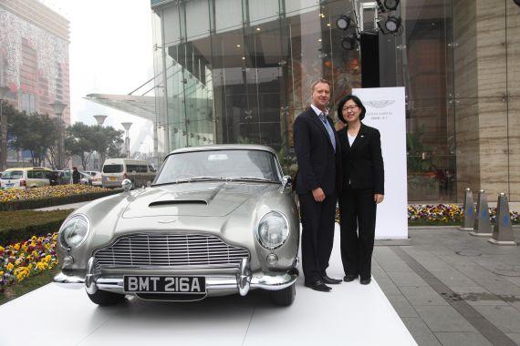 阿斯顿马丁中国区总裁郑津兰女士和英国驻上海总领事戴维绅先生