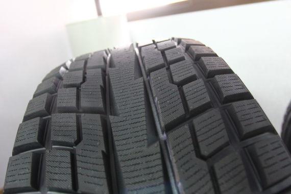 SUV用轮胎的花纹更深更宽