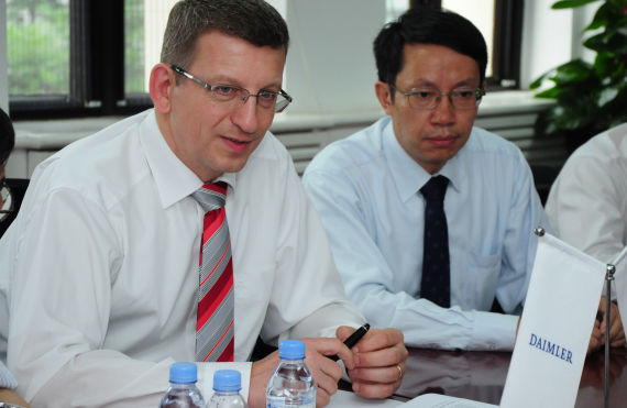 戴姆勒大中华区执行副总裁满佰宁先生、清华 大学汽车工程系主任李克强教授