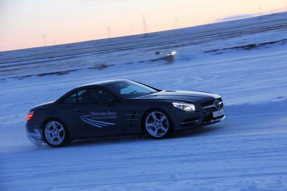 体验SL冰雪路面驾驶