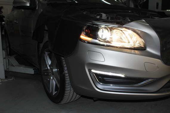 灯光检查需要车内外的人员配合。