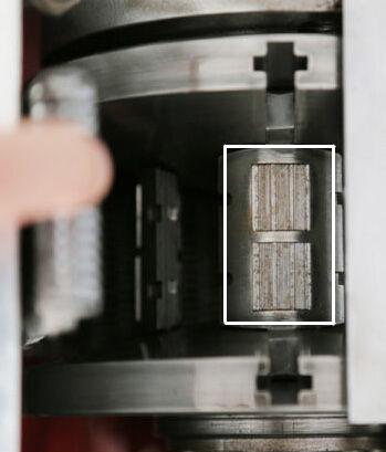 活齿单元上面排列的两组滑片方阵