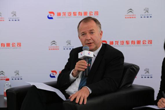 神龙公司执行副总经理 穆浩然先生
