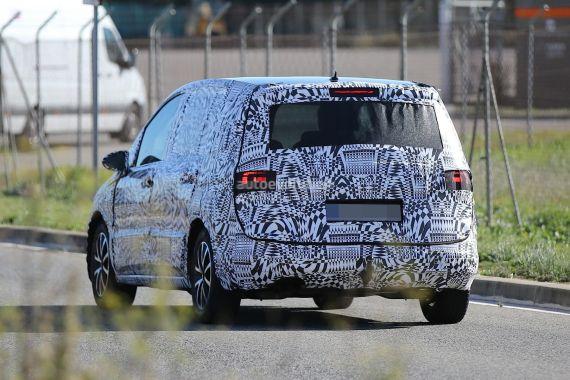 Volkswagen-Touran Spy 04