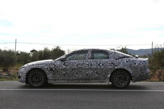2016 Jaguar XF spy 02