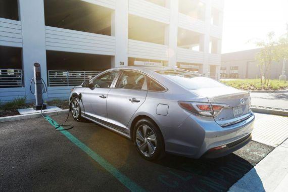 Hyundai Sonata Plug-in Hybrid Electric Vehicle 06