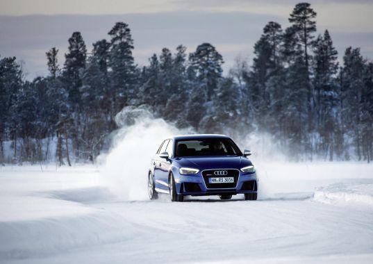 Audi RS3 Sportback in Sepang Blue _02