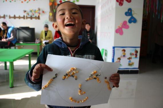 山村幼儿园的孩子创作作品