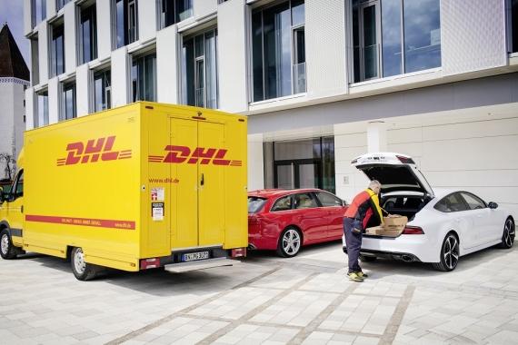 快递员可以在车主不在时将货物直接装进奥迪汽车的后备厢