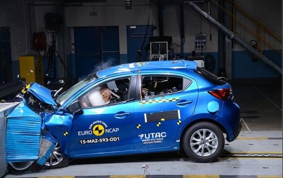 Mazda 2 EuroNCAP 01