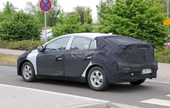 Hyundai Prius Spy 05