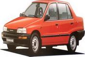 1990年第一辆夏利三厢式轿车下线