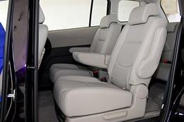 驾驶座椅为手动调节。