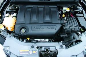 2.7升V6发动机与国产300C很好地共享了资源,最大功率142kW,最大扭矩258Nm