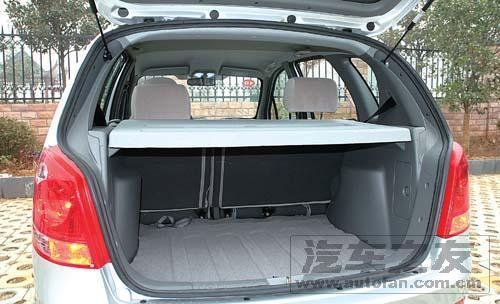 座椅折叠后可提供1798L的载物空间