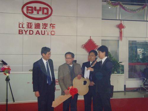 比亚迪F6北京上市,首位车主诞生