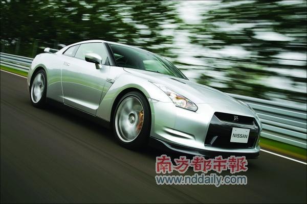 新款的日产GT-R跑车,由起步加速至96km/h仅需3.3秒。