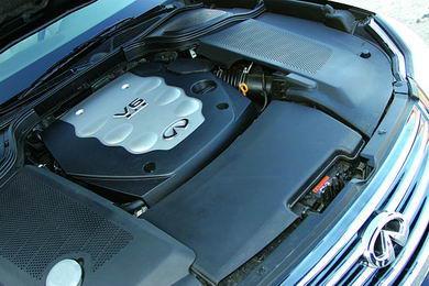 M35的法宝是大名鼎鼎的VQ35发动机和具有降档自动补油功能的5速自动变速器