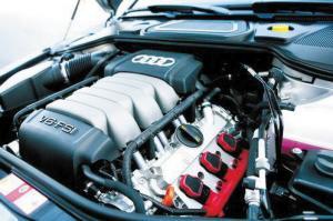 "A8L的发动机省油不""省力""。"