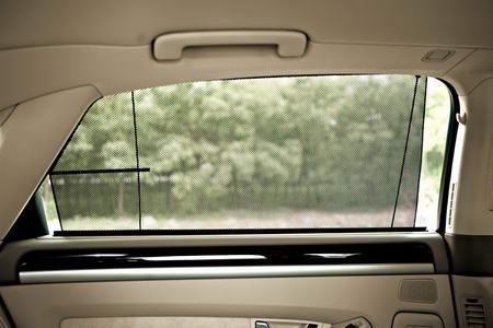 虽然全部配有后排车窗遮阳帘,但A8L为电动升降,A6L只能通过手动来调整