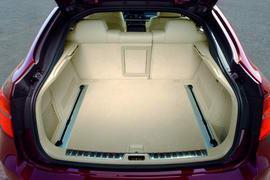 轿跑车表达的570-1450升后备厢空间