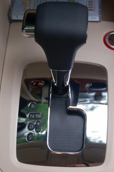 6速手自一体变速器档位切换更加平顺动力输出更加直接