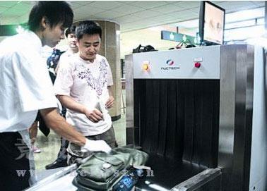 北京地铁安检仍将延续奥运会期间逢包必检原则