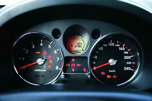 仪表盘挪回了驾驶员的正前方,增加了阅读便利性